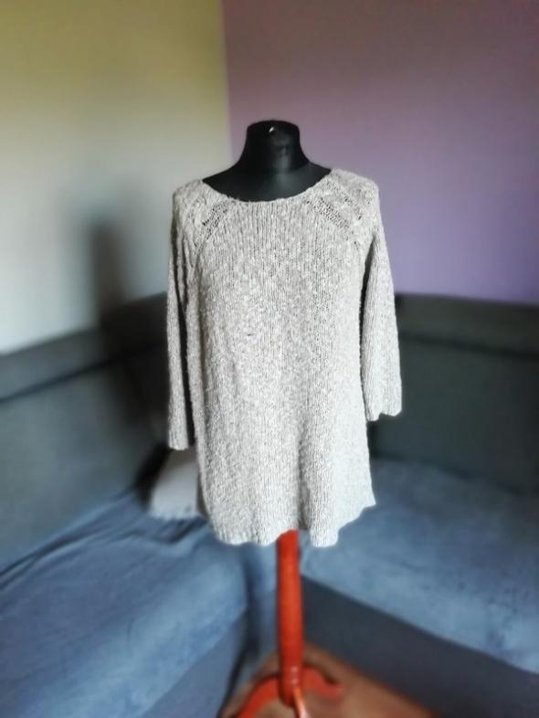 Szary sweterek z srebrną nitką RESERVED...