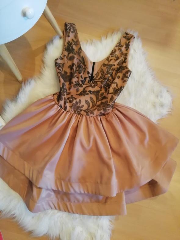 Sukienka rozkloszowana wzór Lou falbany