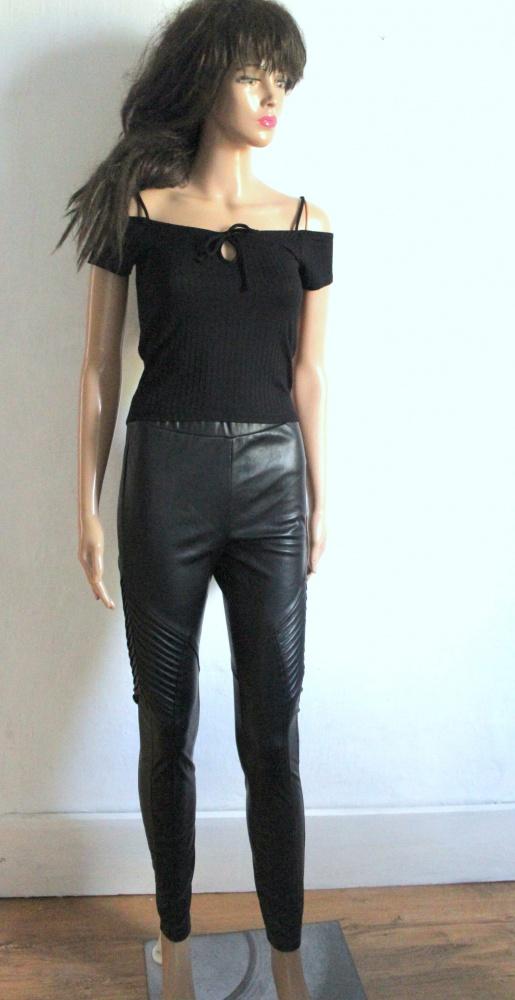 Czarne spodnie z eko skórki r XS