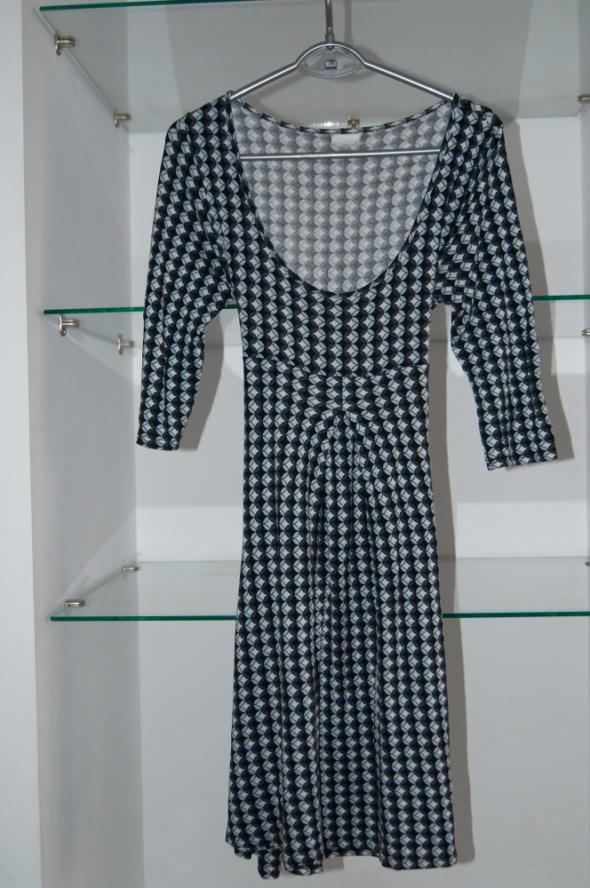 Sukienka w dekoltem wiązana M