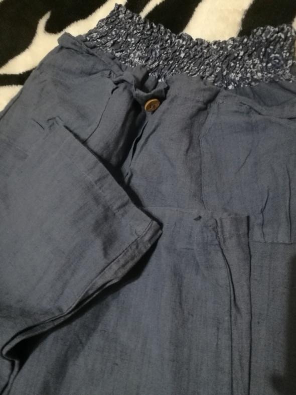 Materiałowe spodnie