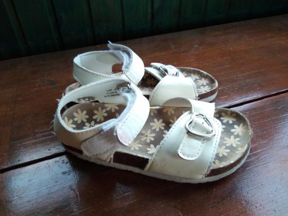 Lakierowane sandały 31