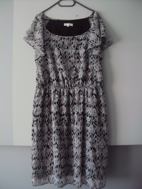 sukienka w czarno białe wzorki