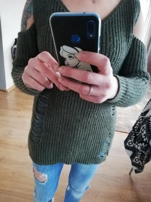 Sweterek khaki odkryte ramiona