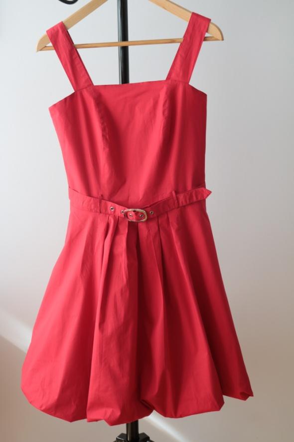 Czerwona rozkloszowana sukienka rozmiar 36