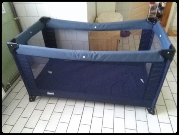 CHICCO łóżeczko turystyczne z materacem i podwieszanym dnem