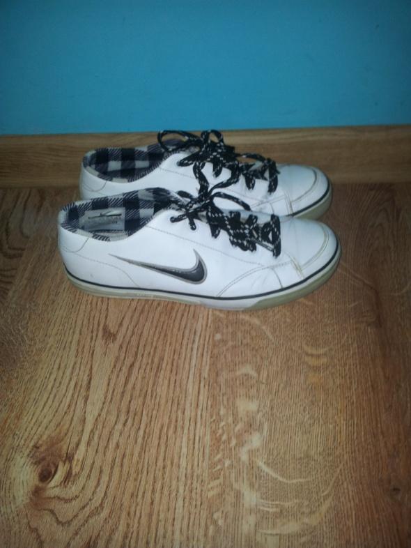 Sportowe Białe buty sportowe Nike 375