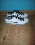 Białe buty sportowe Nike 375...