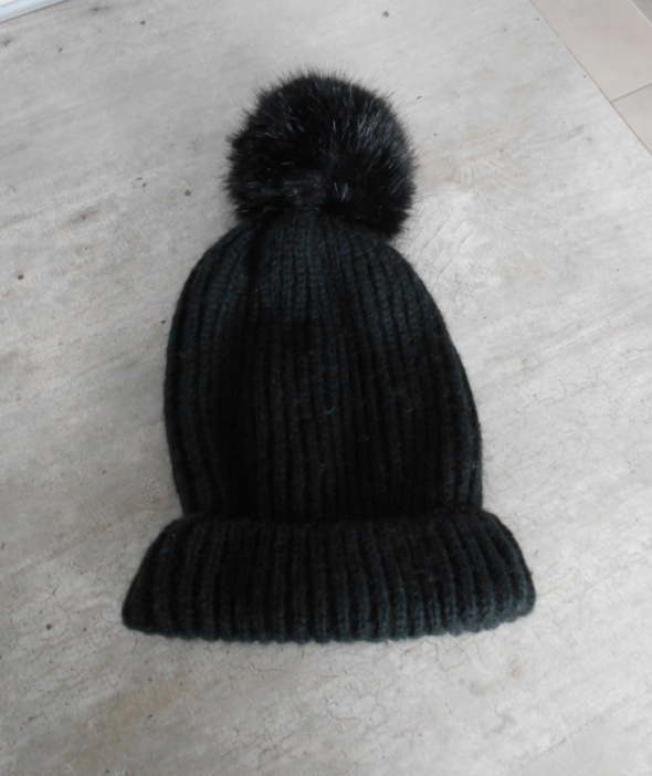 Zara czarna czapka zimowa z pomponem pompon