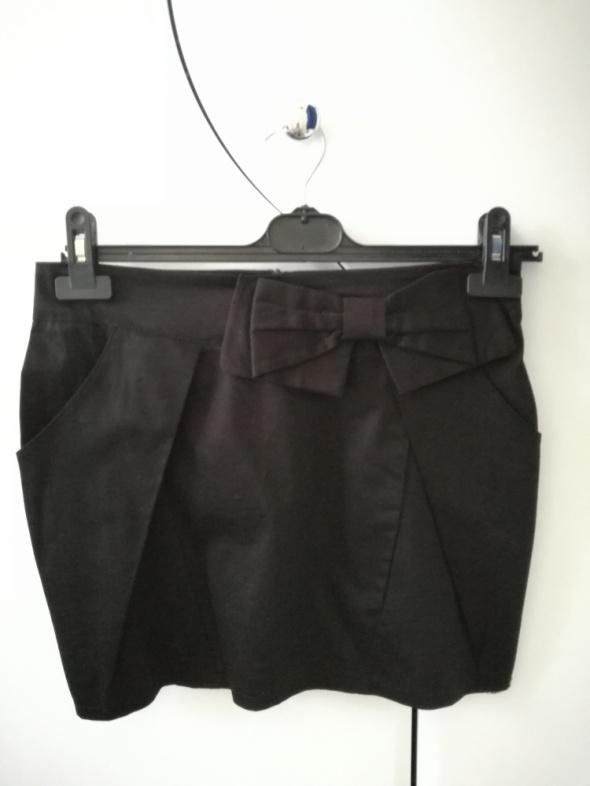 Czarna spódnica z kieszeniami