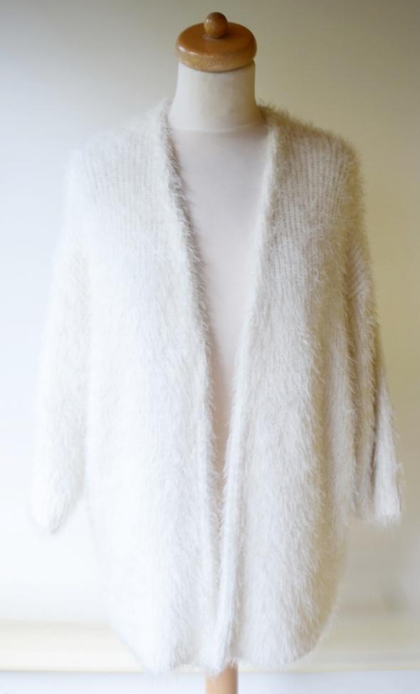 Sweter H&M M L 38 40 Włochaty Kremowy Narzutka