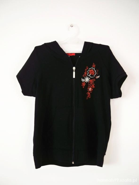 Czarna bluza z krótkim rękawem z kapturem haft