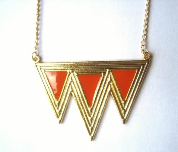 wisiorek złoty niebieskie pomarańczowe trójkąty