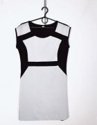 Prosta sukienka w odcieniu brudnej bieli czarne elementy...
