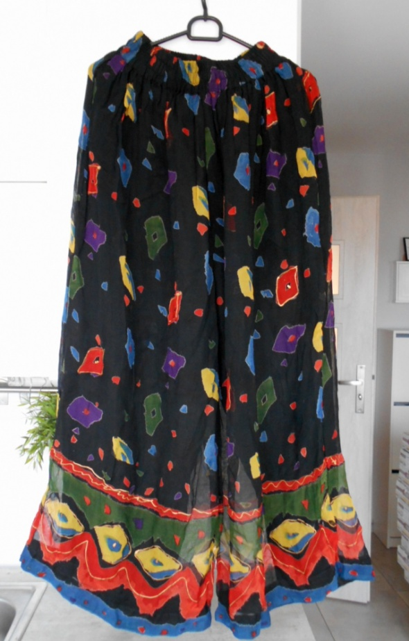 Emanuelle hippie spodnie mgiełka culotte wzory etno