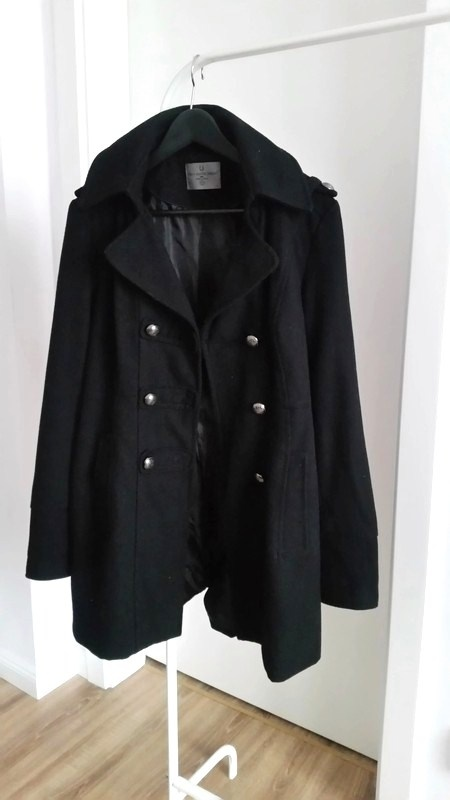 Czarny klasyczny płaszcz Vero Moda na wiosnę...