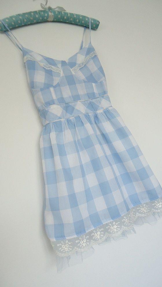 urocza sukienka w kratkę...