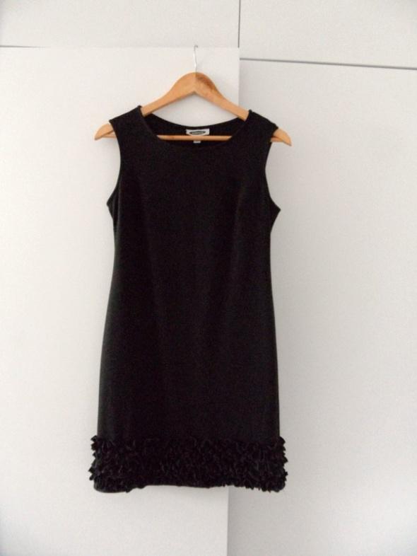 Czarna klasyczna sukienka must have