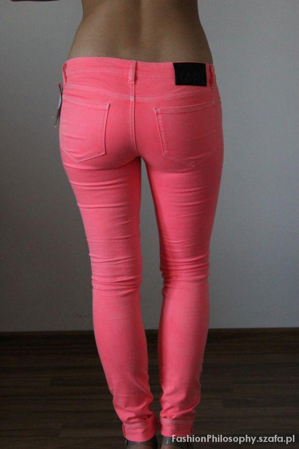 Karl Lagerfeld różowe spodnie...