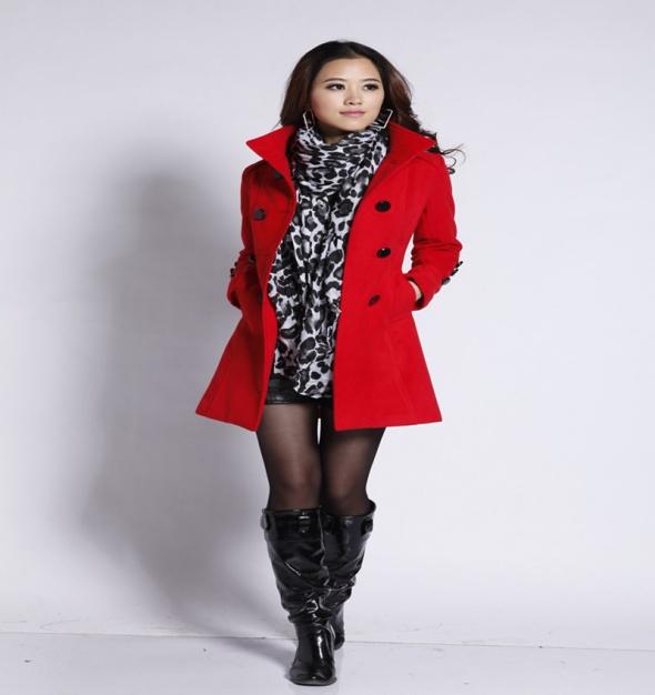 płaszcz czerwony guziki na jesień zimę