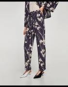 NOWE spodnie z nadrukiem w kwiaty ZARA S...