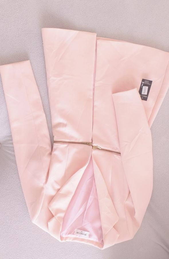 Różowy płaszcz 36