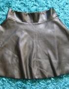 Czarna spódniczka z eco 134...