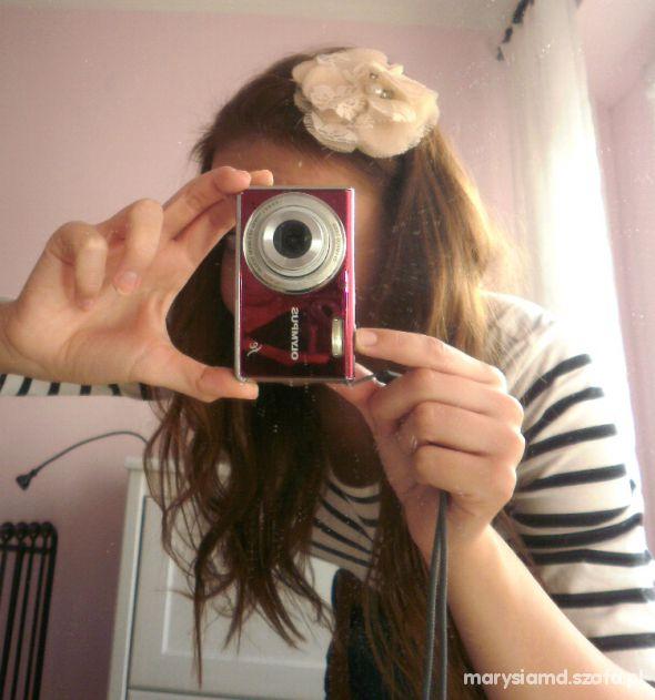 Ozdoby na włosy Promod koronkowa opaska z kwiatkiem perełki