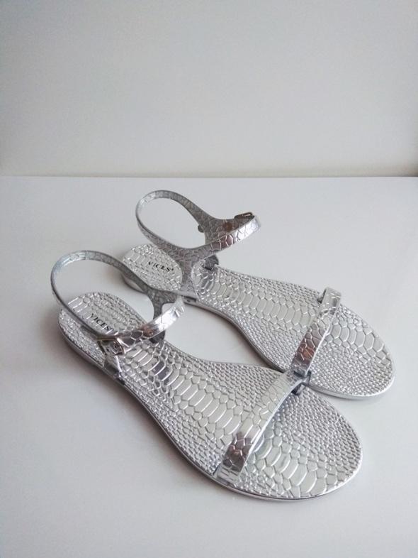 srebrne sandały 40