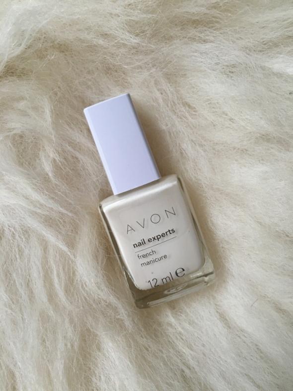 Biały lakier do french manicure Avon