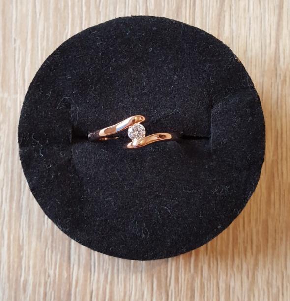 Nowy pierścionek złoty kolor różowe złoto cyrkonia elegancki skromny
