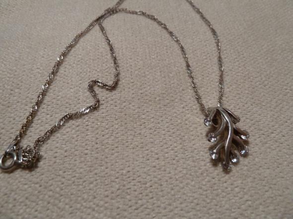 zawieszka drzewko srebrne z łańcuszkiem