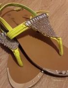Neonowe sandalki