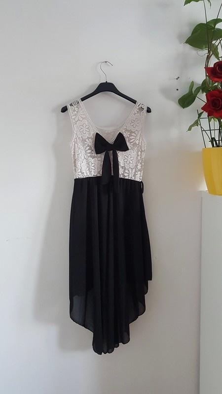 Czarno biała sukienka letnia asymetryczna koronka gipura