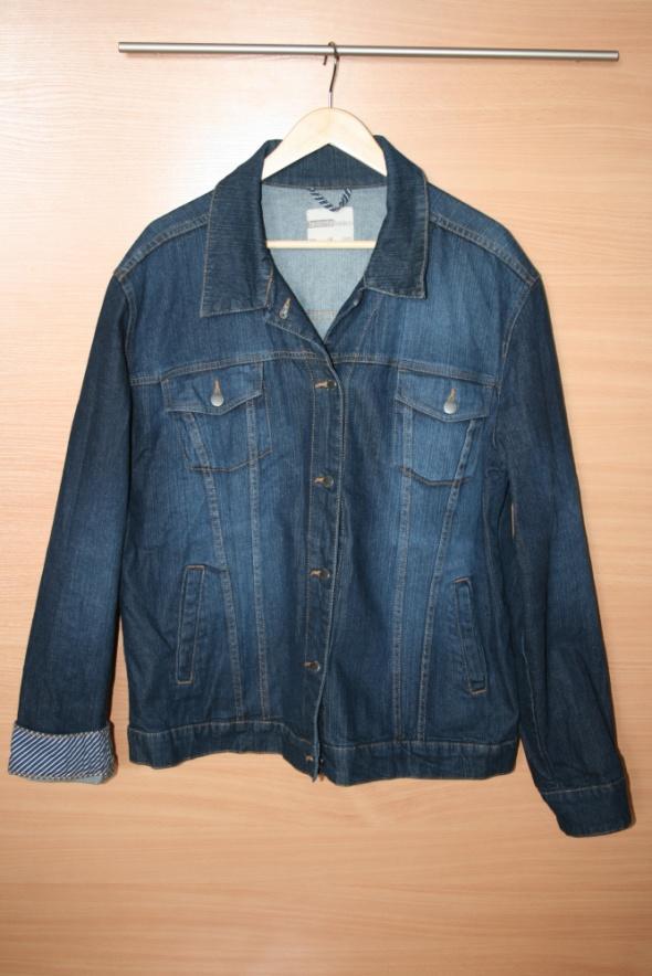 Klasyczna kurtka jeansowa