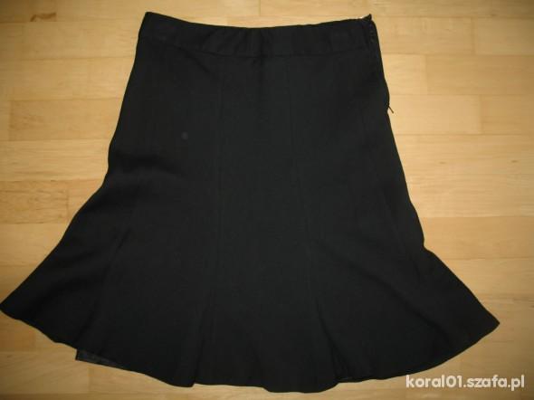 H&M czarna rozkloszowana spódnica