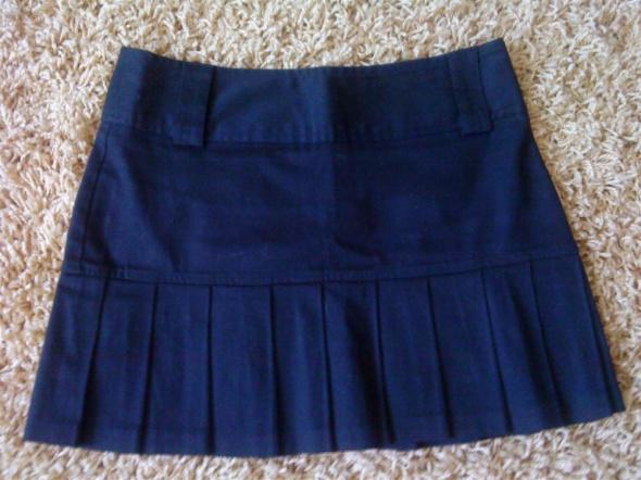 plisowana czarna spódnica 36