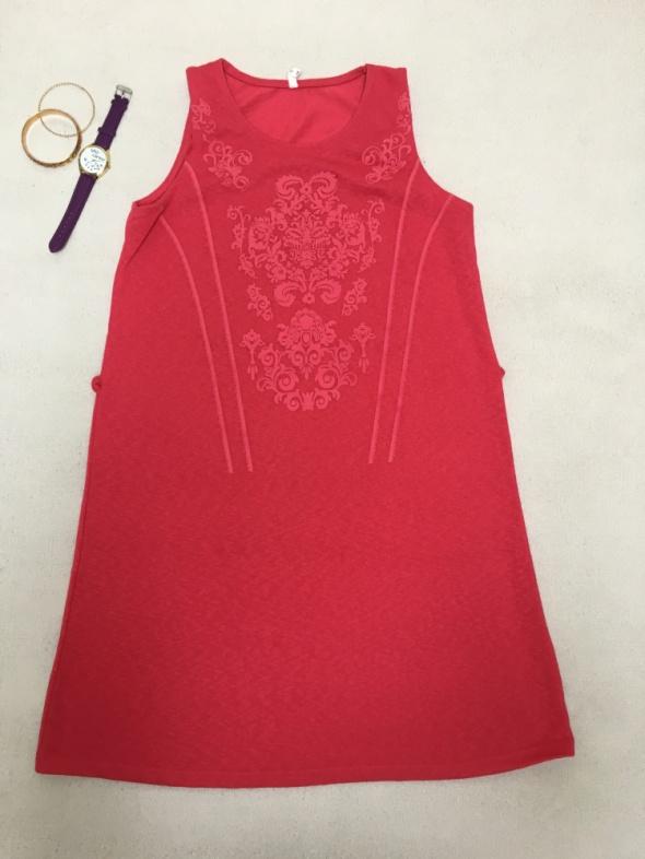 Różowa dzianinowa sukienka