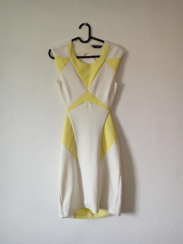 Sukienka w białe i żółte wzory...