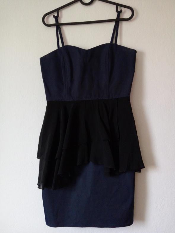 Granatowa sukienka z czarną baskinką...