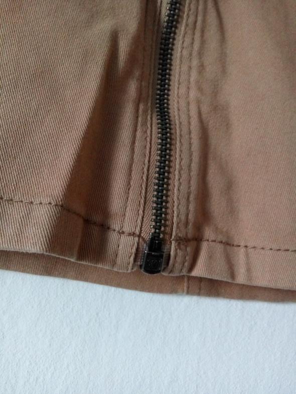 Beżowa spódnica mini z suwakiem