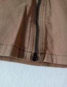 Beżowa spódnica mini z suwakiem...