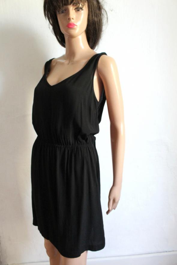 Czarna zwiewna sukienka r M...