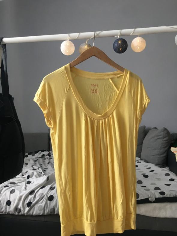 Żółta bluzka z krótkim rękawem...