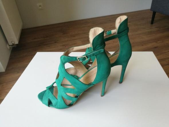 Zielone szpilki marki Zara damskie zamszowe