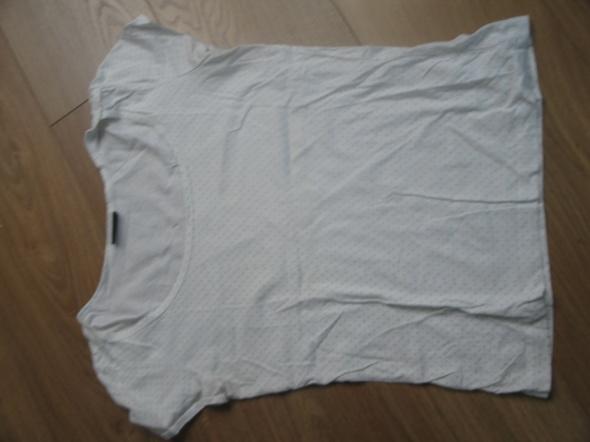 Biała bluzka w groszki...