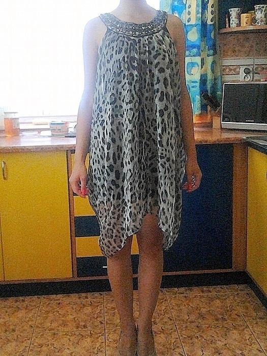 Sukienka panterka asymetryczna zdobiona