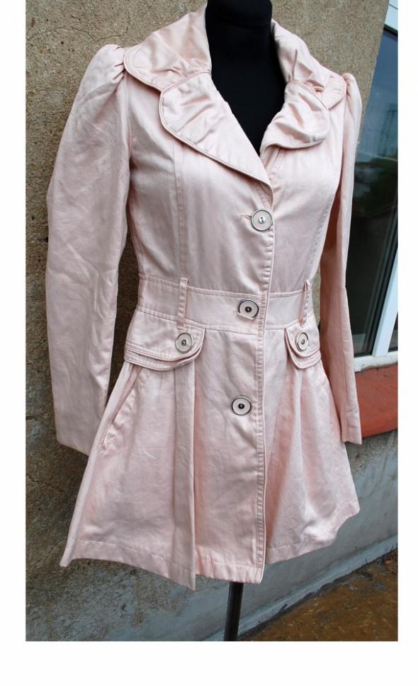 pudrowy sliczny płaszcz wiosenny Atmosphere S...