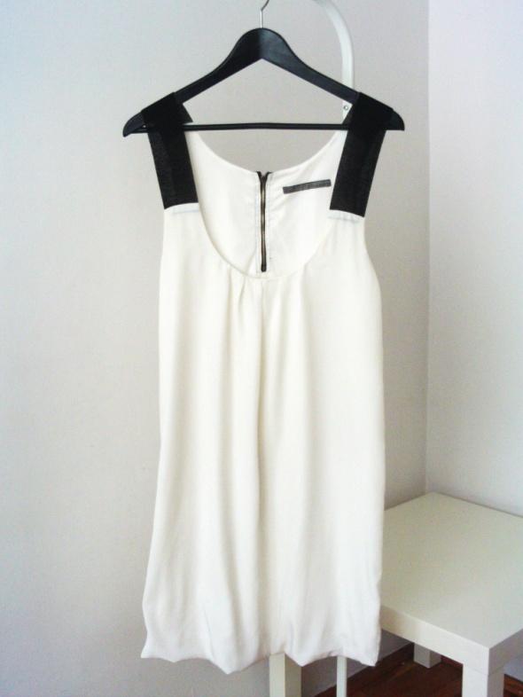 Biała sukienka Zara must have