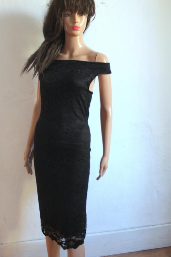 Suknie i sukienki Czarna koronkowa sukienka midi r 40